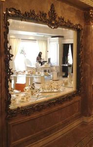 Dettaglio Boutique Tehran - Argenteria Calegaro 1921 Made in Italy